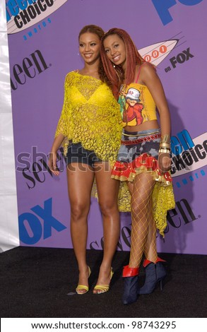 Destiny's Child lead singer BEYONCE KNOWLES & her kid sister, singer SOLANGE KNOWLES, at the 2001 Teen Choice Awards at the Universal Amphitheatre, Hollywood.   12AUG2001.   Paul Smith/Featureflash - stock photo