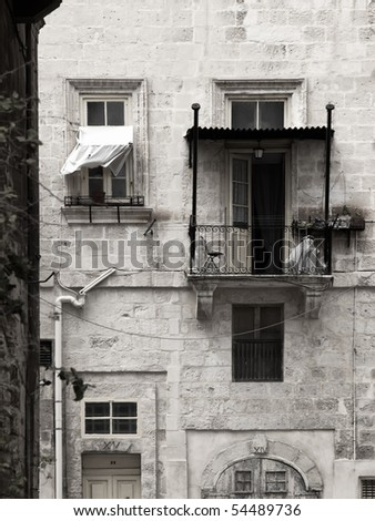 Detail image of a building and balcony in obe of the streets of Valletta in Malta