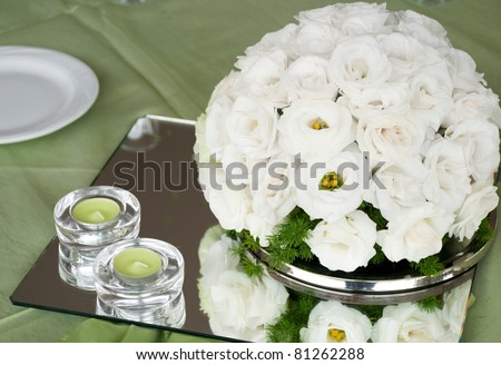 detail of a wedding table with estomas flowers arrangement and candles