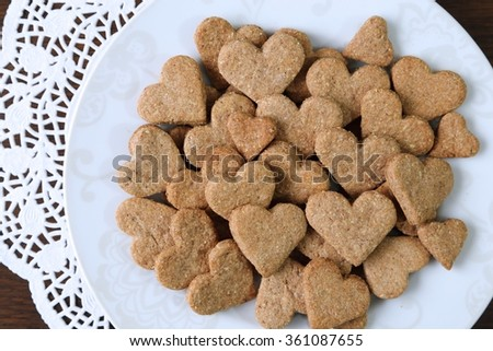 Dietary cookies with almonds, spelled and spices.