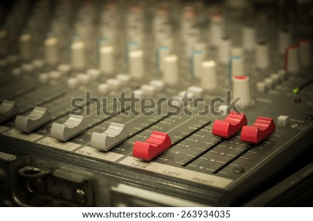 Digital music equipment, music mixer with track
