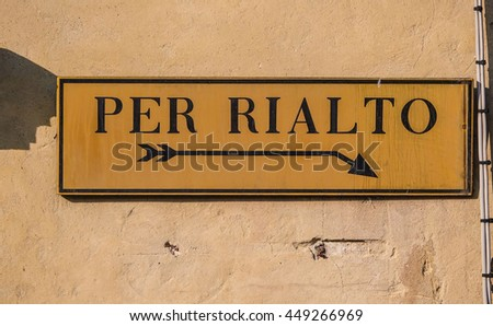 Direction sign to Rialto in Venice - VENICE, ITALY - JUNE 30, 2016