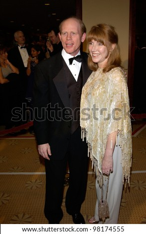 Director RON HOWARD & wife at the 54th Annual Directors Guild Awards in Beverly Hills. 09MAR2002.  Paul Smith / Featureflash