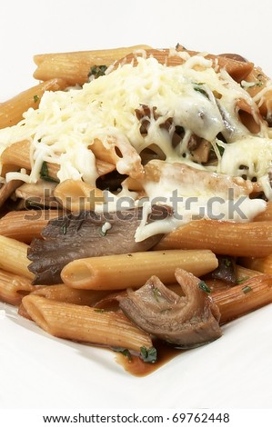 dish of macaroni and cheese and mushrooms