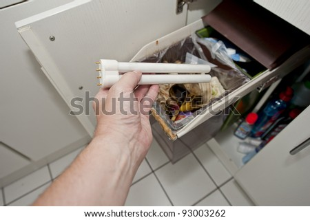 Disposal of a fluorescent tube