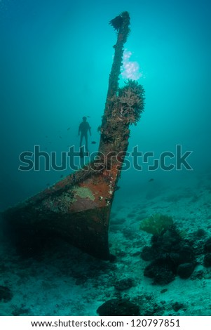 diver silhouette and the sunken ship