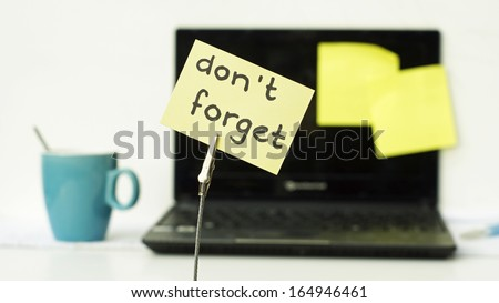 Don't forget written on a memo at he office - stock photo