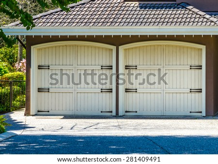 Double doors garage in North America.
