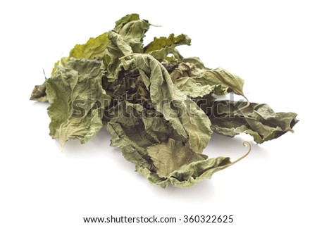 Dried Mulberry Leaves, an caffeine-free tea alternative. Non sharpen