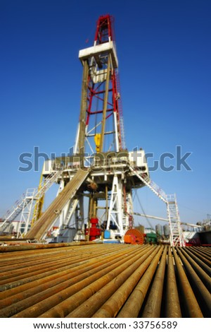 Drill pipe with land drilling rig - stock photo