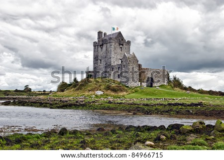 Dunguaire Castle (Irish Dún Guaire), is a 16th-century tower house on the southeastern shore of Galway Bay in County Galway, Ireland, near Kinvarra/Kinvara - stock photo