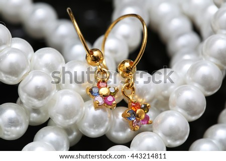 ear-ring with pearl and jewellery