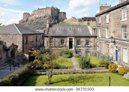 Early 19th century plain classical tenements, made of droved ashlar with polished dressings, Brown's Place, Edinburgh, Scotland, with the Castle in the background - stock photo