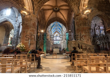 EDINBURGH, SCOTLAND: AUGUST 6, 2014: Tourists in St. Giles Cathedral. It is the Mother Church of Presbyterianism and contains the Chapel of the Order of the Thistle