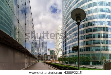 Editorial,14th May 2016:  Paris, France. Defense skyscrappers view, sunny day, glass, steel and reflections