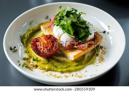 eggs benedict breakfast bacon poached egg, potatos and salad - stock ...