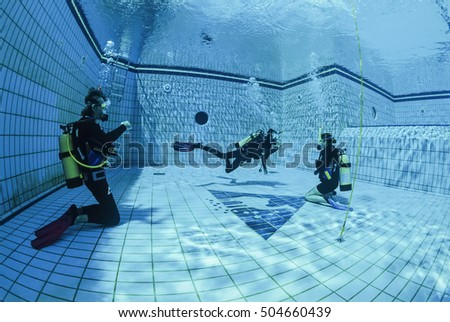 Egypt, Sharm El Sheikh; 02/03/2002, scuba divers training in a swimming pool - EDITORIAL