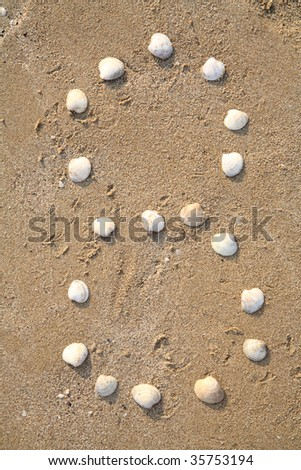 eight digit symbol from shells in a sand
