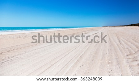 Eighty Mile Beach Western Australia popular destination between Port Hedland and Broome
