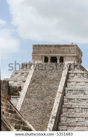 El Castillo tempe at the Chichen Itza site in the Yucatan region of Mexico. The ancient Mayans performed rituals and sacrifices here.
