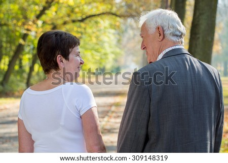 Elderly man and woman dating in park