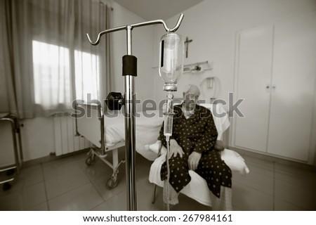 Elderly man in a hospital room - stock photo