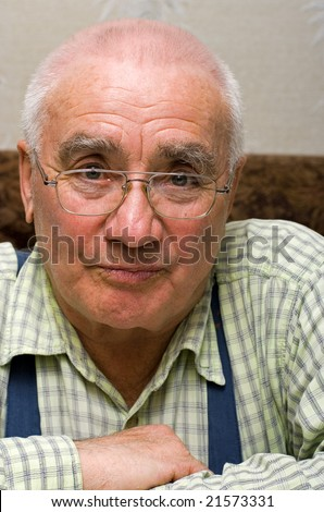 Elderly man in glasses