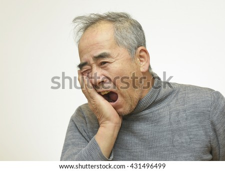 Elderly man suffering from toothache