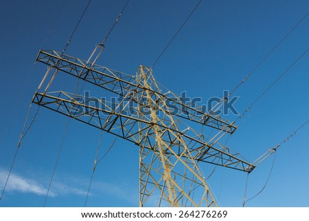 Electric overland power lines and  mast for high voltage energy transport.