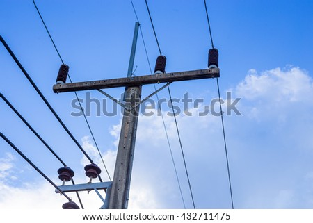 Electric pole with electric wire tangled in horizontal view