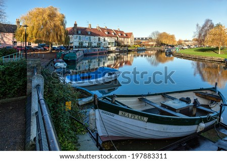 ELY, CAMBRIDGESHIRE/UK - NOVEMBER 23 : View along the River Great Ouse at Ely on November 23, 2012 - stock photo