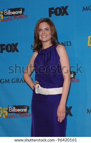 EMILY DESCHANEL at the 2005 Billboard Music Awards at the MGM Grand, Las Vegas. December 6, 2005, Las Vegas, NV   Paul Smith / Featureflash