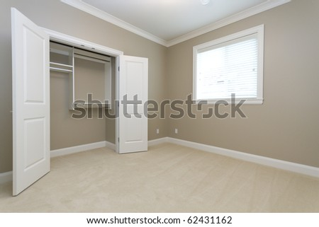 Empty bedroom with an empty closet