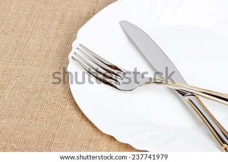 Empty plate with silverware, background