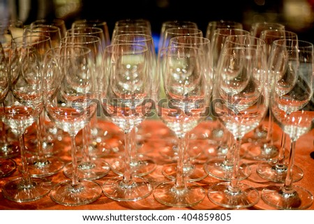empty wine glasses on the tray