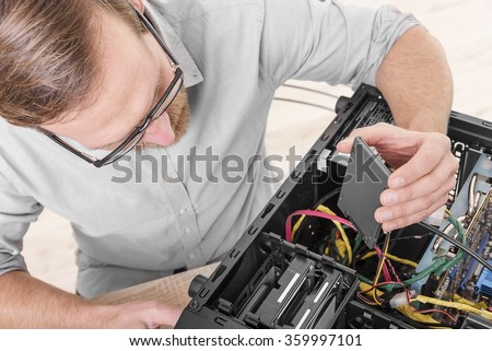 Engineer connects the SSD hard drive to the computer.