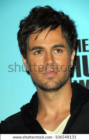 Enrique Iglesias   in the press room at the 2008 American Musica Awards. Nokia Theatre, Los Angeles, CA. 11-23-08