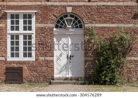 Entrance in a historic building of red brick with a white front door transom windows & Transom Window Stock Images Royalty-Free Images \u0026 Vectors ...