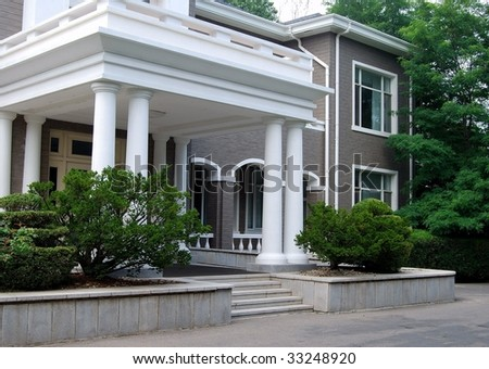 Old White Colonial House Columns Stock Photo 40355965