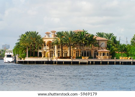 Exclusive waterfront homes in Florida - stock photo