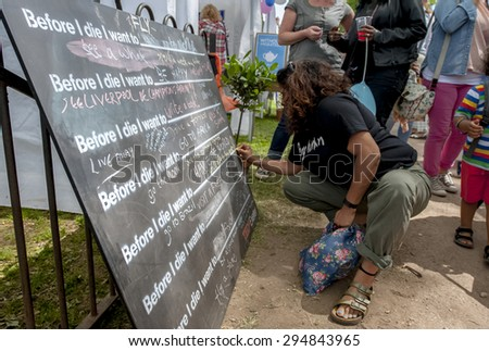 EXETER - JUNE 7: Before I Die board being signed at Exeter Respect Festival 2015 at Belmont Park, Exeter on June 7th, 2015 in Exeter, Devon, UK