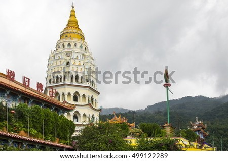 Eyesight of Pagoda on temple Kek Lok Si in Penang with vegetation and a cloudy day