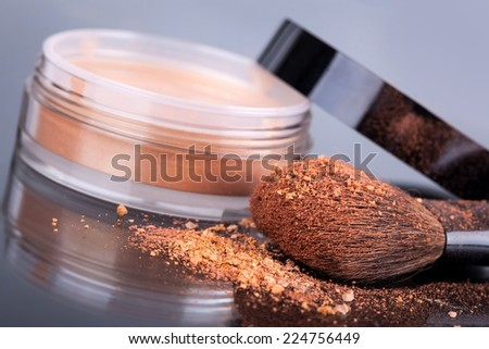 Face foundation powder product with crumbled texture