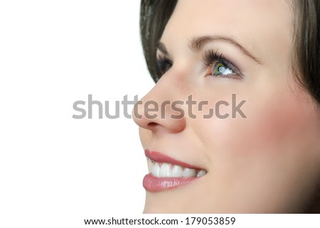 Face of a brunette smiling woman