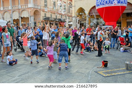 FAENZA, ITALY SEPTEMBER 7, 2014: street entertainer at the Sunday ceramic market. The event make the city world famous for ceramic products. - stock photo