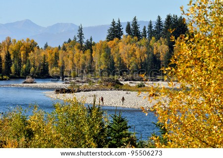 Fall comes to the northeastern mountains and rivers.