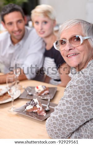family eating cake