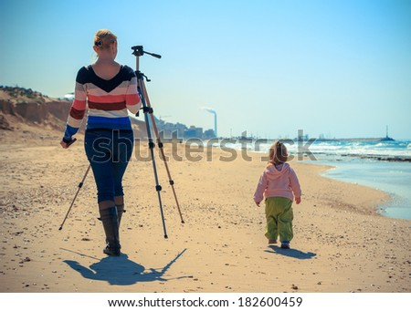 family on the sea help with the shootings and tripod