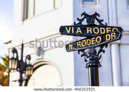 Famous steetsigh of Rodeo Dr in Los Angeles, the Luxury block