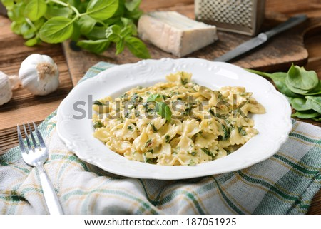 Farfalle pasta with fresh spinach and gorgonzola cheese